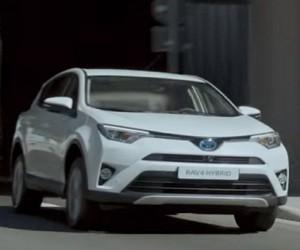 Spot Toyota RAV4 Hybrid 2016