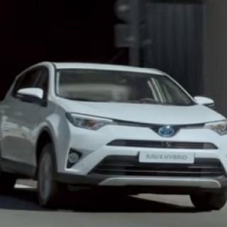 Toyota_RAV4_Hybrid_Spot_2016