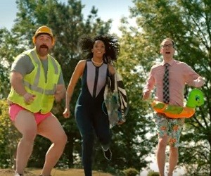 Hooters Commercial 2016