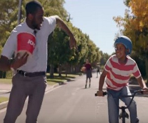 KFC Advert 2016 - Rollerskater