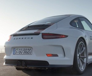Porsche 911 R Commercial 2016
