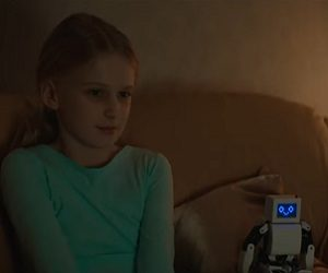 Bris Christmas Commercial - Girl with Robot