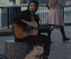 Amazon Prime Werbung - Straßenmusiker mit Hund