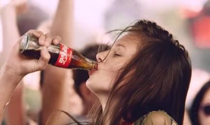 Coca-Cola Werbung 2017 - Mit geschlossenen Augen
