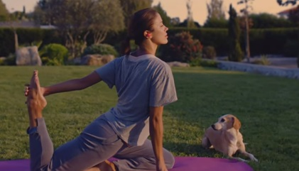 Woman Doing Yoga - Samsung Gear IconX Commercial
