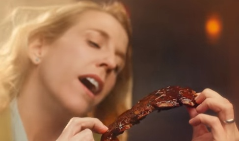 Woman in Applebee's Riblets & Tenders Commercial