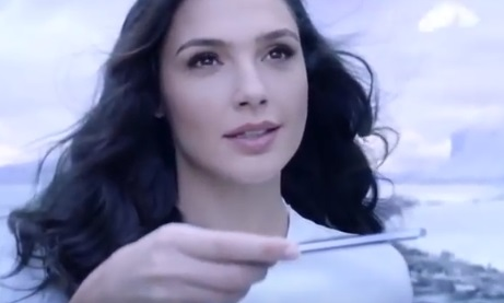 Gal Gadot in Huawei P20 Commercial