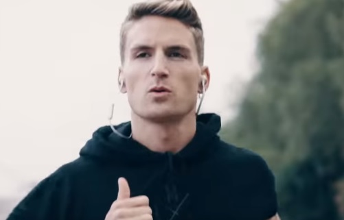 Fitbit Versa TV Advert - Oliver Proudlock
