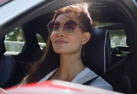 Lincoln Summer Invitation Sales Event Commercial Song Woman