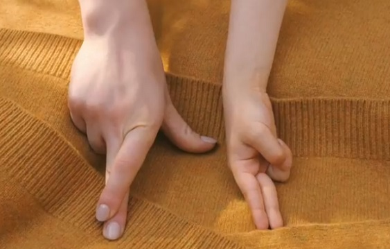 UNIQLO Fingers Commercial