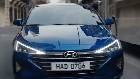 2019 Hyundai Elantra Commercial - Mirrors