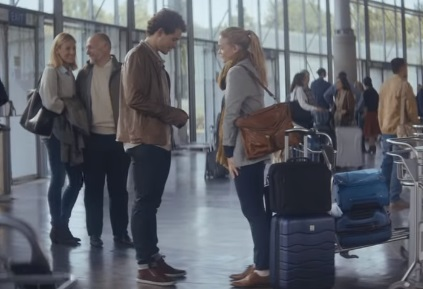 Extra Gum Commercial - Couple at the Airport