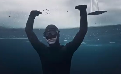 SEAT Tarraco Scuba Diving Advert - Woman in Black Wetsuit