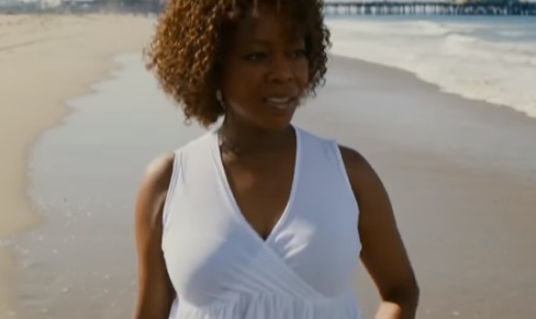 Juanita (Trailer Netflix) - Actress Alfre Woodard