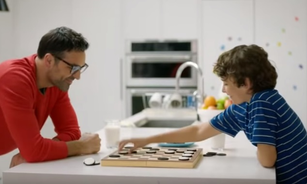 Oreo Advert - Father Playing Checkers with Son