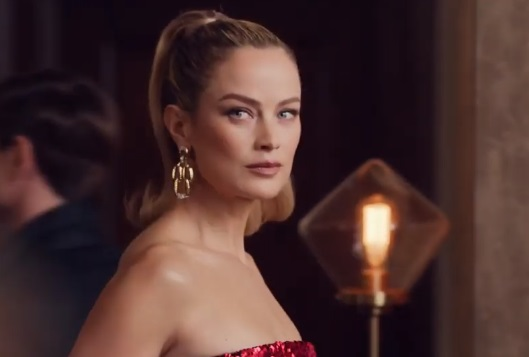 Estée Lauder Christmas Commercial - Model Carolyn Murphy