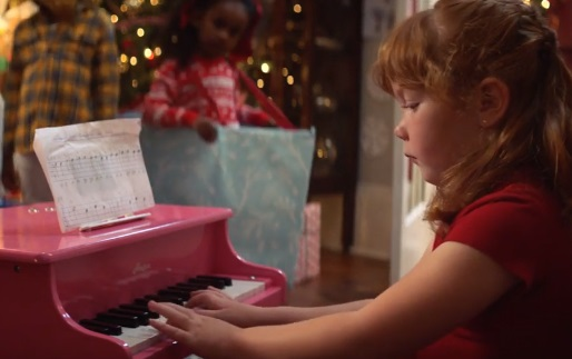 Amazon UK Christmas Advert - Girl Playing Piano
