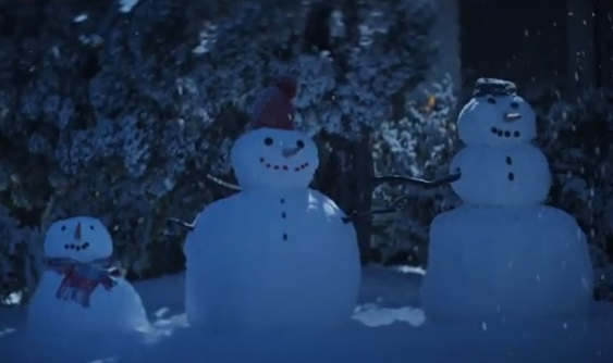 Citi Rewards+ Card Pregnant Woman Family of Snowmen Commercial