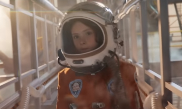 Mercedes-Benz GLB 2020 - Astronaut Girl