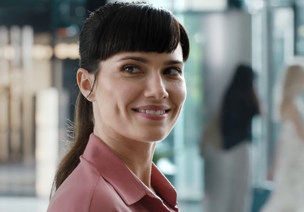 Trivago Commercial - Girl at Hotel Reception