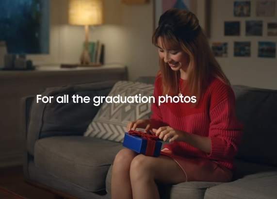Samsung Galaxy S20 FE Commercial / Advert Actress