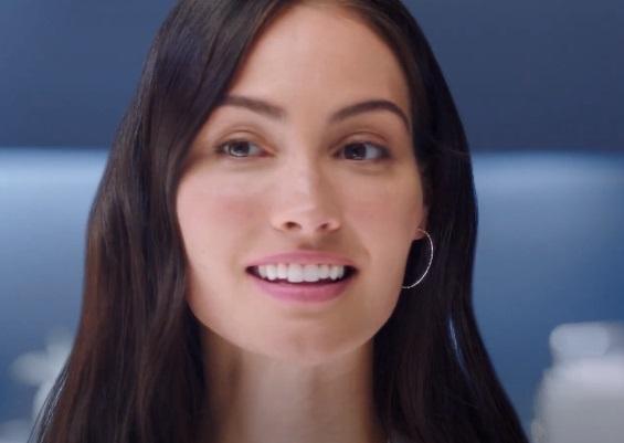 Oral-B iO Series 8 Electric Toothbrush Advert Girl