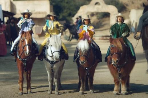 Klarna Four Quarter-Sized Cowboys Super Bowl Commercial - Feat. Maya Rudolf