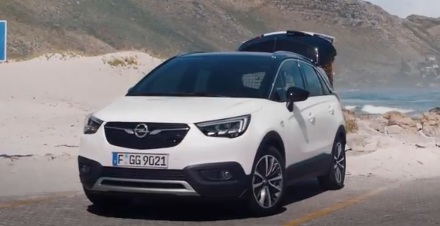 opel crossland x commercial song woman with dog. Black Bedroom Furniture Sets. Home Design Ideas
